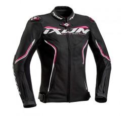 Chaqueta moto mujer en cuero TRINITY de IXON vista de frente negro y fushia